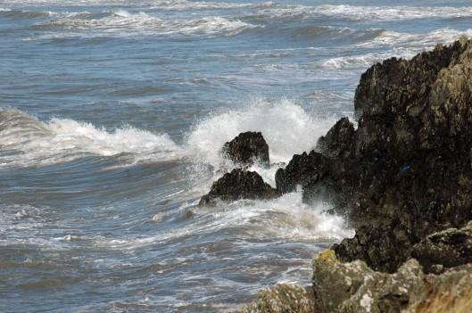 Waves splashing onto rocks