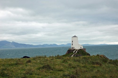 The lighthouse with the Snowdonia mountains behind