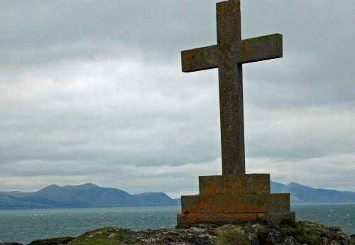 The memorial cross
