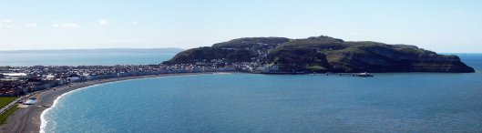 Panoramic view of Llandudno, the pier and Great Orme with Anglesey in the background (click to enlarge)